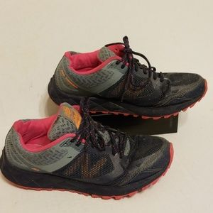 New Balance 590v3 all terrain women's shoes size 9